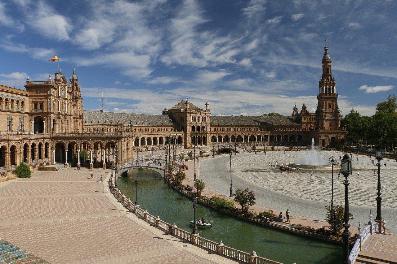 Sevilla die Hauptstadt Andalusiens Plaza de Espana