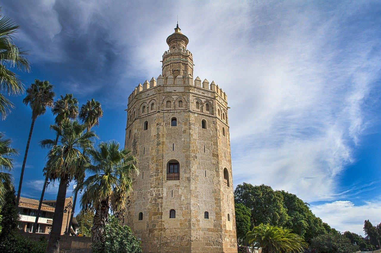 Sevilla die Hauptstadt Andalusiens Torre del Oro
